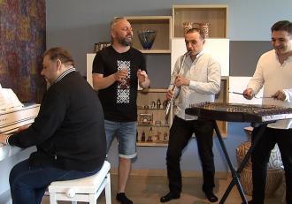 Ovi colaborează cu fraţii Cazanoi pentru un nou proiect muzical: POPFOLKLORICA este o îmbinare de genuri muzicale