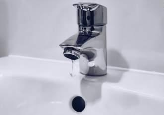 Bucureștenii, din nou fără apă caldă. Sute de blocuri sunt afectate
