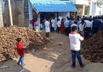 Disperarea a atins paroxismul, în India. Oamenii folosesc balega de vacă antidot pentru Covid, spre oroarea medicilor