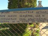 Oamenii dintr-o localitate din Gorj au găsit pe mormintele celor dragi mesaje prin care li se cere să le întreţină
