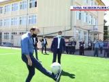 Florin Cîțu a publicat o filmare în care jonglează cu mingea și îi șutează la poarta unui elev de liceu