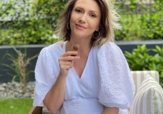 """Adela Popescu, imagini emoționante și nefiltrate de la prima naștere: """"Umblam cu varză în sutien"""". Vedeta va deveni mamă pentru a treia oară în curând"""