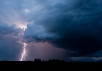 Cod Roșu de vreme severă: Rupere de nori în Moldova, sunt așteptate ploi torențiale de până la 45 litri pe metrul pătrat