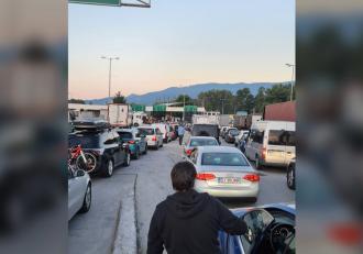 Turiştii români au luat cu asalt Grecia, pentru vacanţa de Rusalii, după ce această ţară a ajuns pe lista verde