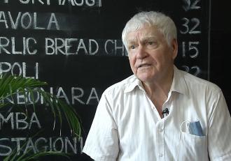 Povestea lui Ştefan Boşnigeanu, bătrânul care s-a specializat în a livra pizza pe role