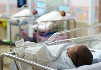 Femeia care susține că a născut 10 copii, în Africa de Sud, dusă la psihiatrie. Nici partenerul ei nu o crede