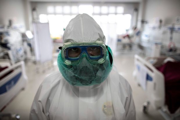 """Cercetătorii se tem că tulpina indiană va infecta și persoanele vaccinate. """"E cea mai rea versiune pe care am văzut-o"""""""