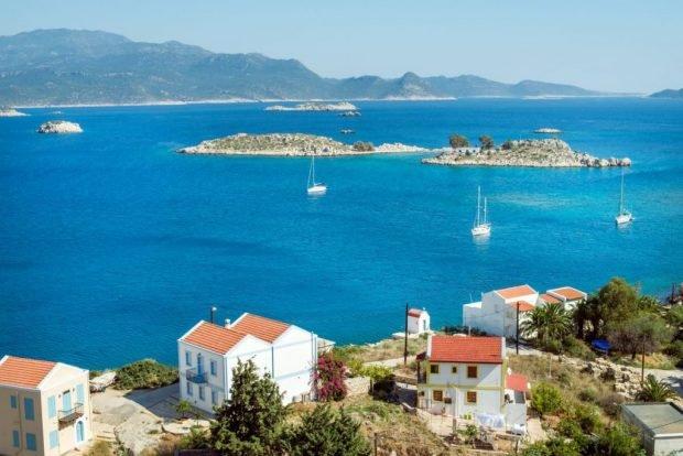Avertisment al Centrului European pentru Controlul Bolilor: călătoriile nu sunt recomandate în 13 insule grecești