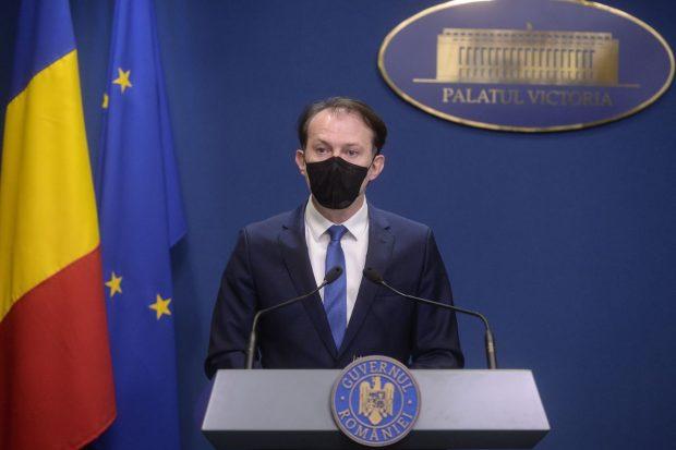 Premierul Florin Cîţu anunță că elevii care nu vor fi testaţi urmează cursurile online