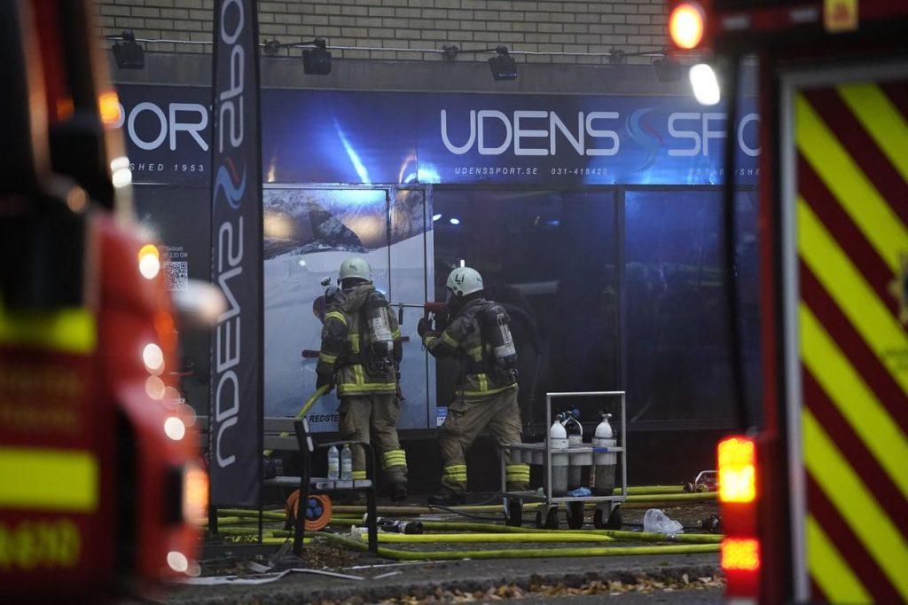 GALERIE FOTO | Explozie puternică într-o clădire din Ghotenburg: 25 de persoane au ajuns la spital. Un pompier a fost rănit în timpul operaţiunilor de salvare